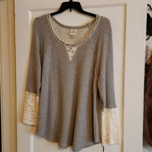 Knox rose sweatshirt/tunic with laced sleeves